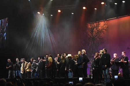 NASHVILLE, TN - FEBRUARY 08:  Randy Travis leads the grand finale at 1 Night. 1 Place. 1 Time: A Heroes & Friends Tribute to Randy Travis at Bridgestone Arena on February 8, 2017 in Nashville, Tennessee.  (Photo by Rick Diamond/Getty Images for Outback Concerts) *** Local Caption *** Randy Travis