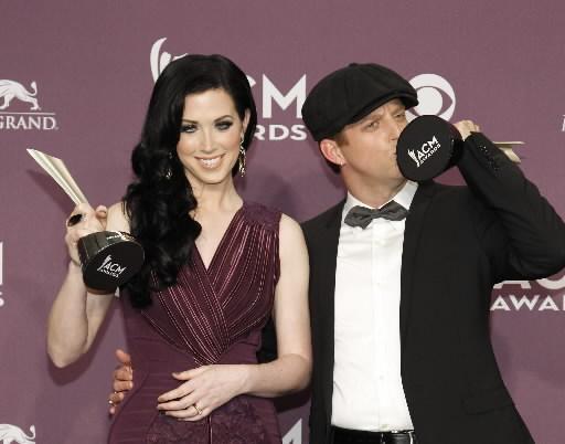 thompson-square-kissing-trophies-acms-2012-ap2